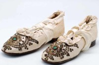 1900 Ivory silk beaded shoes